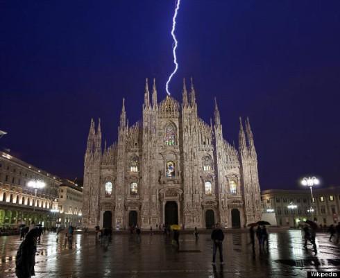 La foto falsa del fulmine su Milano