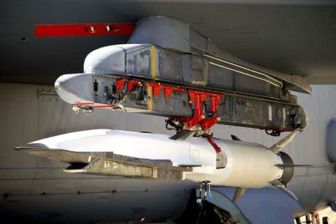 X51 posizionato sotto l'ala del B52H