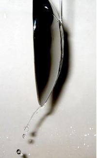 L'effetto Coanda sperimentato con un cucchiaino