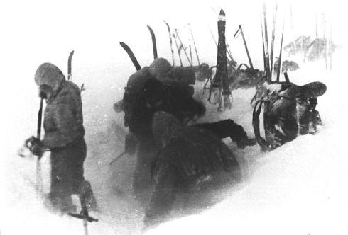 Foto contenuta in un rullino ritrovato sul posto. Allestimento del campo il 2 febbraio 1959